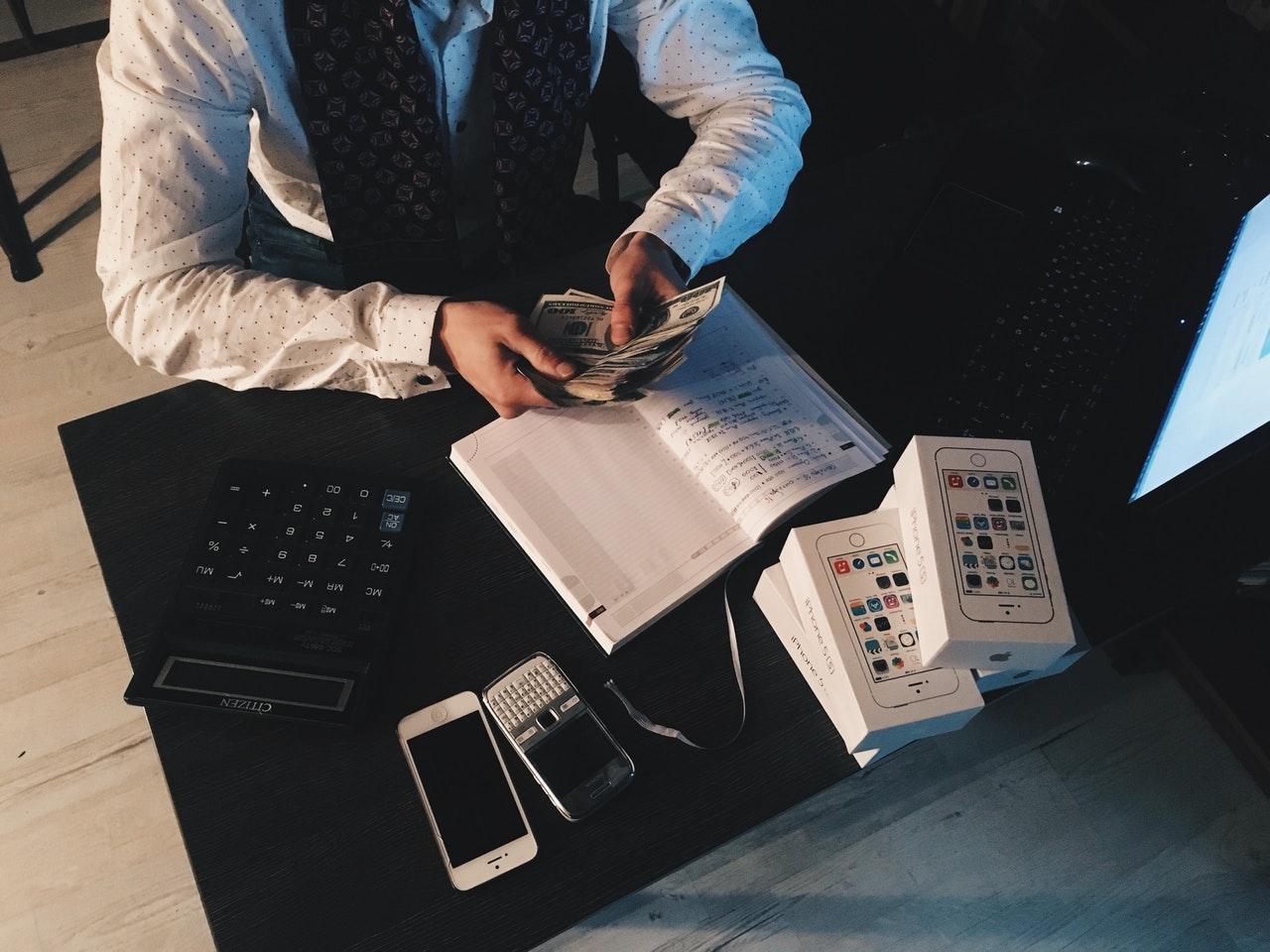 Lønadministration, løn system, revisor priser, hvad koster en revisor enkeltmandsfirma, bogholderi, cfo services, momsregnskab, bogføring, deloitte consulting, Billig bogholder, fordele ved outsourcing, Ledelsesrapportering, aps regnskab, økonomisystem til små virksomheder, regnskabsprogrammer for små virksomheder